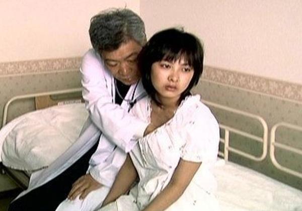 """(悲報)10代女子のお乳を""""モミしだく""""問題のJAPAN映画がこちらwwwwwwwwwwwwwwwwwwwwwwww(写真あり)"""