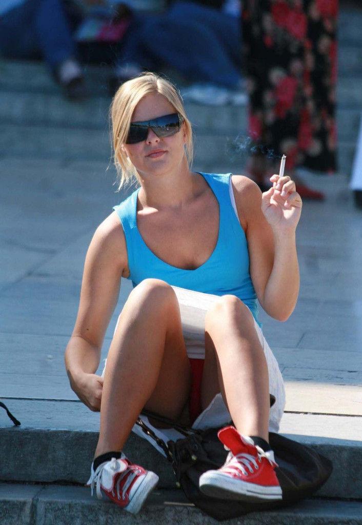 【エロ画像】街で勝負下着を盗撮された意識高すぎ高杉さんwwwwwwwwwwwwwwwww・1枚目