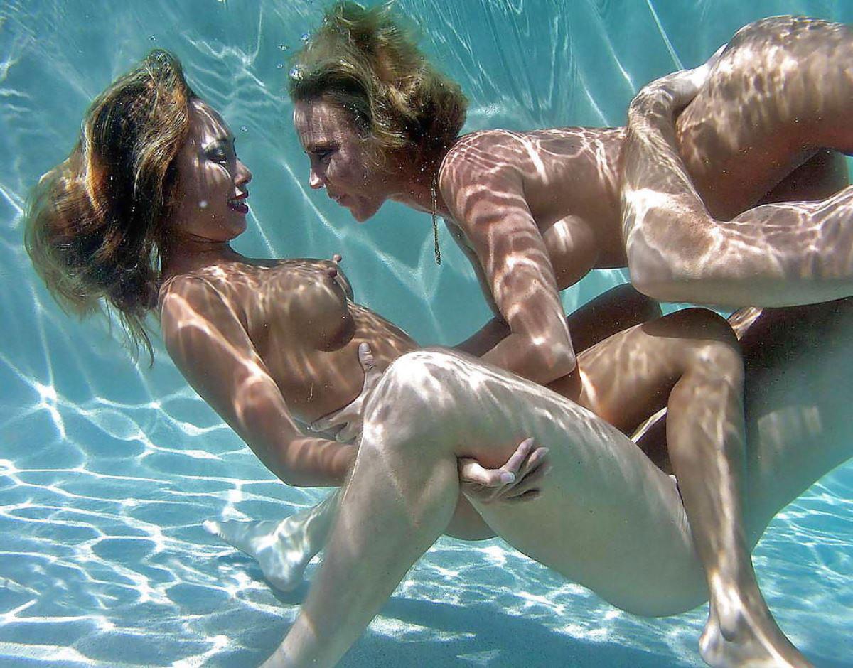 【エロ画像】違う気持ちよさがあると話題の「水中SEX」が流行するwwwwwwwwwwww・11枚目