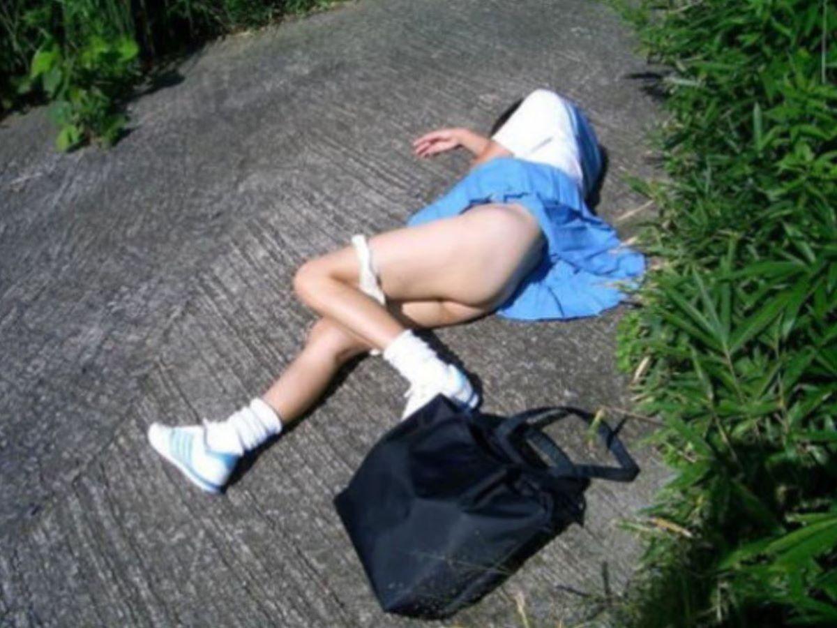 野外で放置されてる黒髪美少女、ワケアリっぽいと思ったらレ〇プされてた件。。。(画像あり)・12枚目