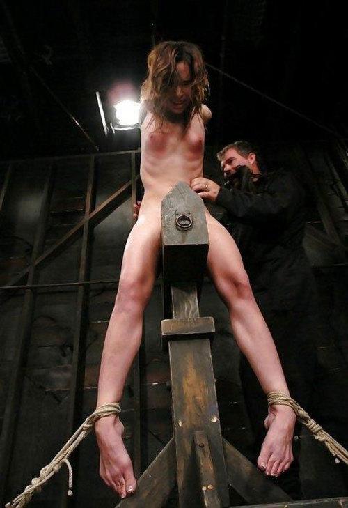 【閲覧注意】ガチの三角木馬とかいう拷問器具怖すぎwwwwwwwwwww(画像あり)・15枚目