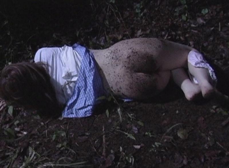 野外で放置されてる黒髪美少女、ワケアリっぽいと思ったらレ〇プされてた件。。。(画像あり)・16枚目
