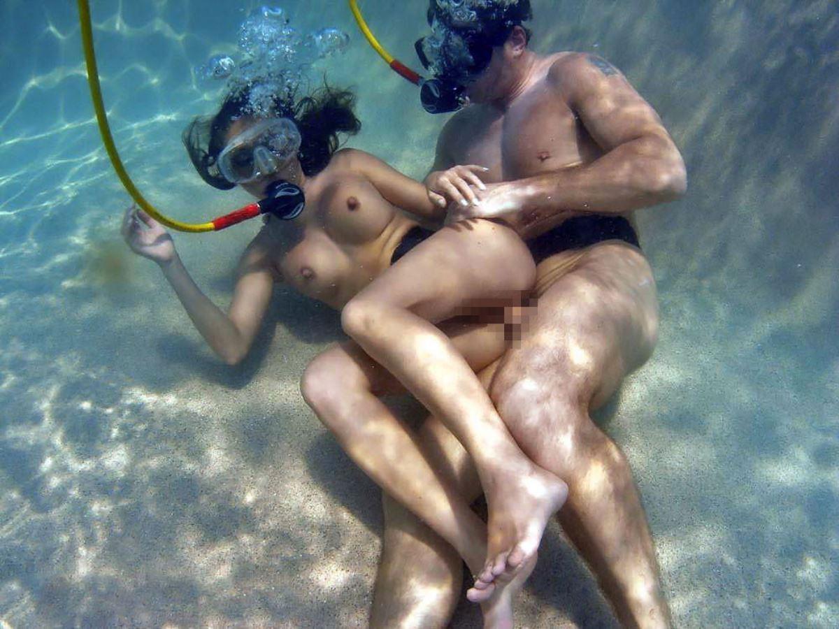 【エロ画像】違う気持ちよさがあると話題の「水中SEX」が流行するwwwwwwwwwwww・16枚目