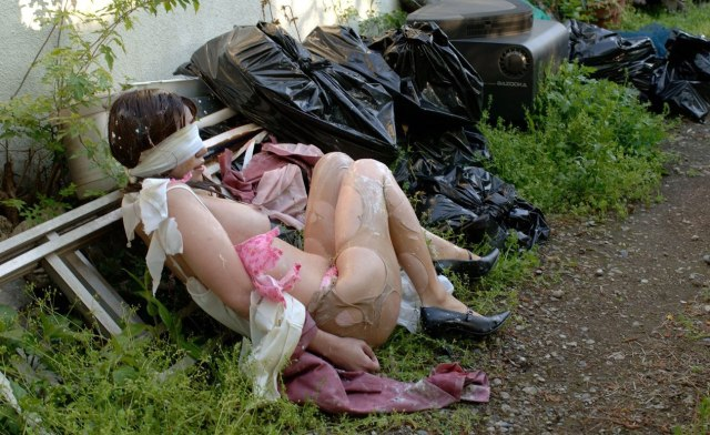 野外で放置されてる黒髪美少女、ワケアリっぽいと思ったらレ〇プされてた件。。。(画像あり)・17枚目