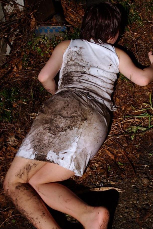 野外で放置されてる黒髪美少女、ワケアリっぽいと思ったらレ〇プされてた件。。。(画像あり)・18枚目