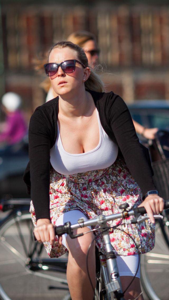 【大迫力】ボリュームが凄い海外女子の着衣巨乳、谷間で抜けるレベルwwwwwwwwwwww(画像30枚)・20枚目