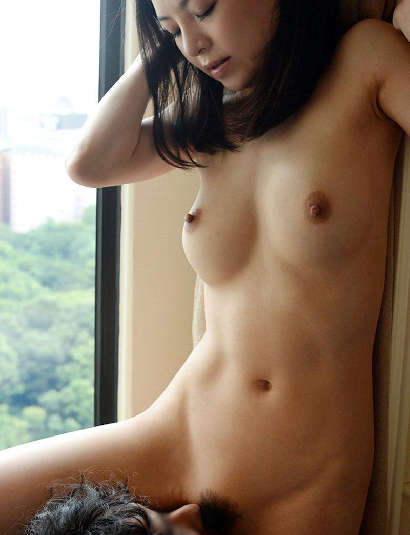 【朗報】夜景を楽しみながらハメるカップル、シティホテルの窓から丸見えwwwwwwwwww(画像あり)・23枚目