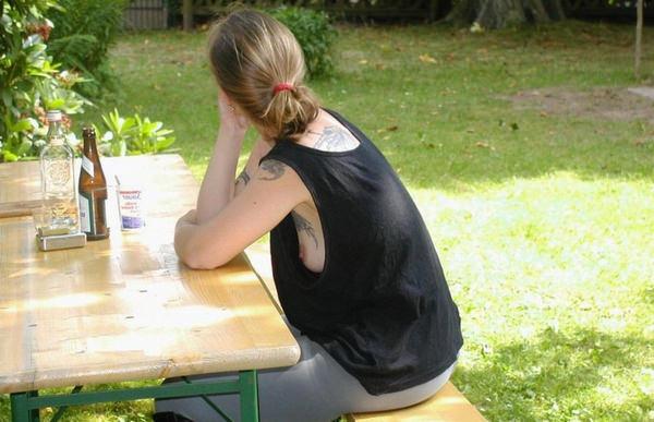 【チラ見】タンクトップ女子の袖口から見えるビーチクが一番興奮するっていう説を立証するwwwwwwwwwww(画像あり)・24枚目