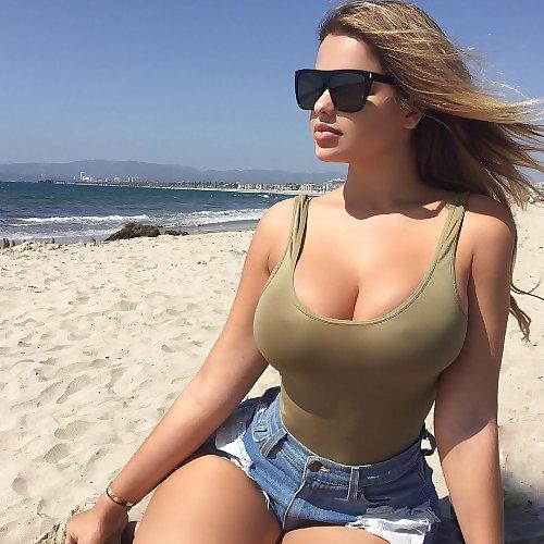 【大迫力】ボリュームが凄い海外女子の着衣巨乳、谷間で抜けるレベルwwwwwwwwwwww(画像30枚)・26枚目
