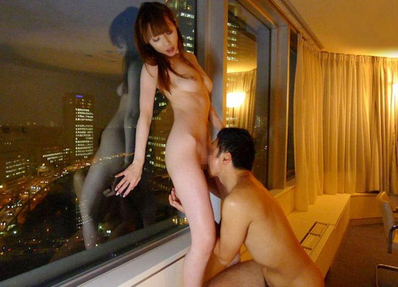 【朗報】夜景を楽しみながらハメるカップル、シティホテルの窓から丸見えwwwwwwwwww(画像あり)・30枚目