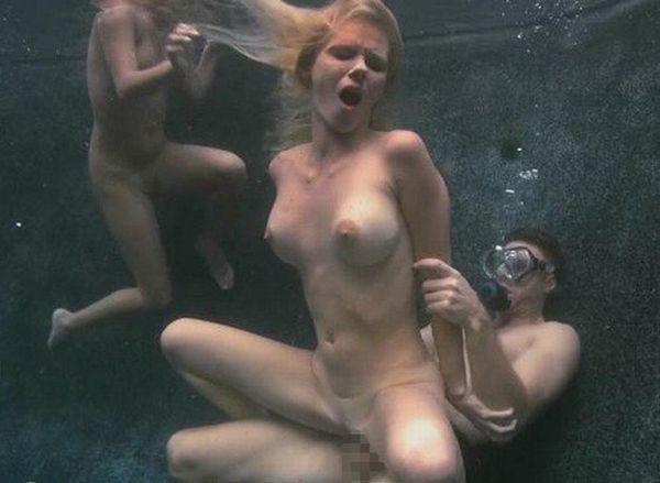 【エロ画像】違う気持ちよさがあると話題の「水中SEX」が流行するwwwwwwwwwwww・5枚目