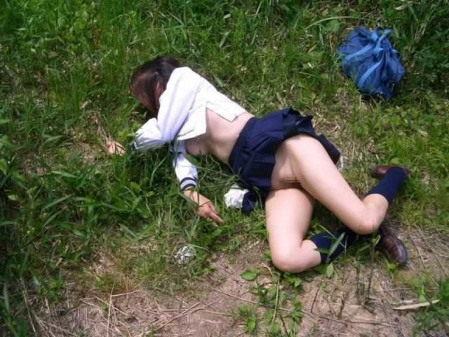 野外で放置されてる黒髪美少女、ワケアリっぽいと思ったらレ〇プされてた件。。。(画像あり)・7枚目