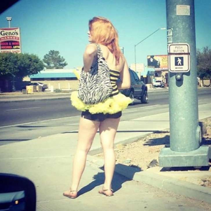 【エロ画像】飲み明かした朝帰り女子さんの身なりをご覧くださいwwwwwwwwwwww・12枚目
