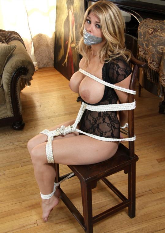 外国人の素人まんさん、緊縛プレイで椅子に縛られ放置される。。(画像30枚)・20枚目