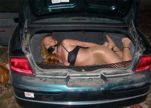 海外の性犯罪が撮影される…ガチでトランクに積んどるやんけ・・・(画像あり)・24枚目