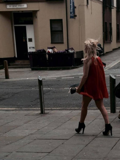 【エロ画像】飲み明かした朝帰り女子さんの身なりをご覧くださいwwwwwwwwwwww・28枚目
