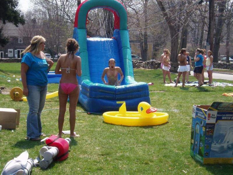 女の子のこれ以上ないってくらい恥ずかしすぎる瞬間をとらえたハプニング集。(30枚)・3枚目