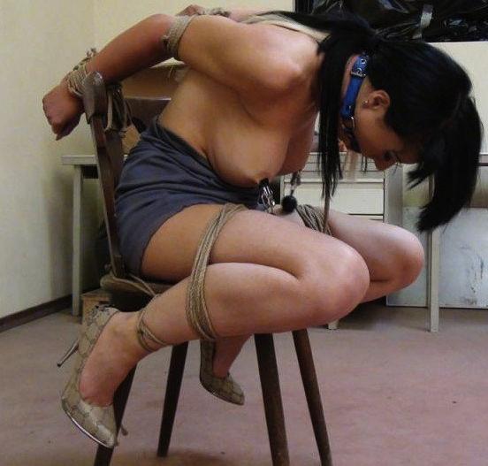 外国人の素人まんさん、緊縛プレイで椅子に縛られ放置される。。(画像30枚)・4枚目