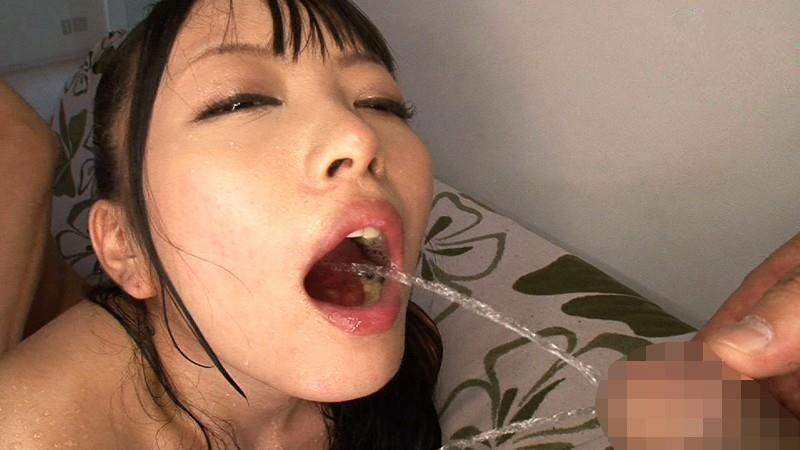 【マニア歓喜】浴びるように飲まされる直飲み飲尿とかいうマジキチプレイがコチラwwwwwwwwww・4枚目