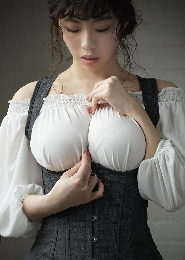 【画像あり】とんでもないお○ぱいの女が発見されネットがワザつく