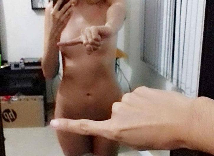 """裏垢女子の間で流行ってる指一本で隠す"""" チャレンジ """" すげぇぇぇwwwwwwwww(画像30枚)・10枚目"""