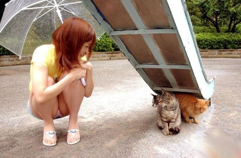 【エロ画像】動物好きまんさん、記念撮影の格好がエロすぎwwwwwwwwww・23枚目