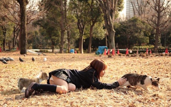 【エロ画像】動物好きまんさん、記念撮影の格好がエロすぎwwwwwwwwww・4枚目