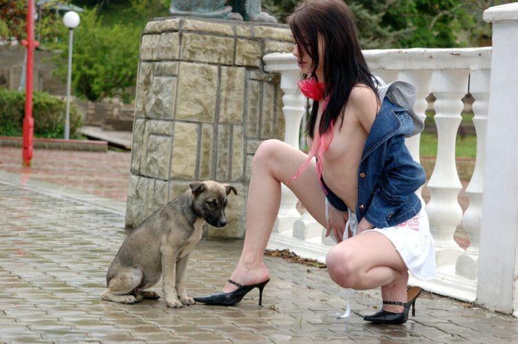 【エロ画像】動物好きまんさん、記念撮影の格好がエロすぎwwwwwwwwww・8枚目