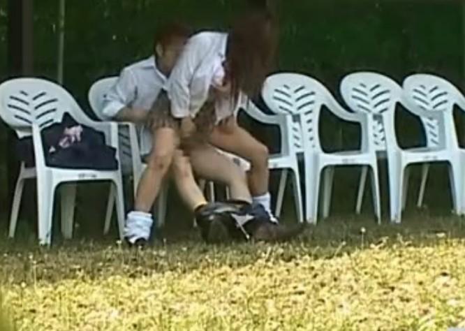 【盗撮注意】公園で盛る高校生カップル、真ッ昼間からおっぱじめる・・・・・(画像38枚)・26枚目