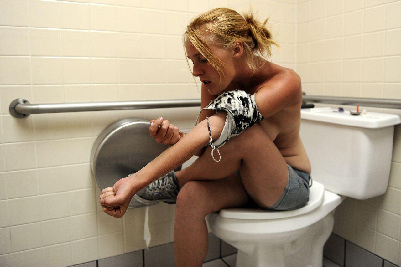 【閲覧注意】薬物中毒の女の写真やばくね?wwwwwww・3枚目