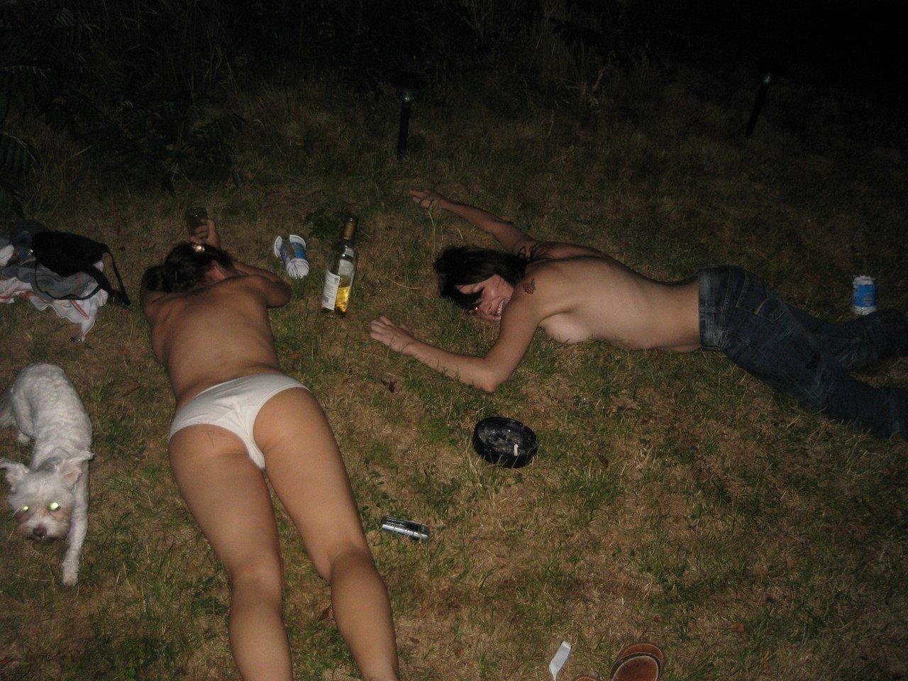 Фото пьяные обоссаные бабы, Пьяные девки обоссались (25 фото) 6 фотография
