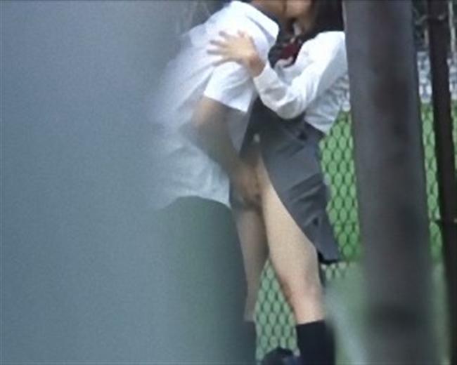 【盗撮注意】公園で盛る高校生カップル、真ッ昼間からおっぱじめる・・・・・(画像38枚)・35枚目
