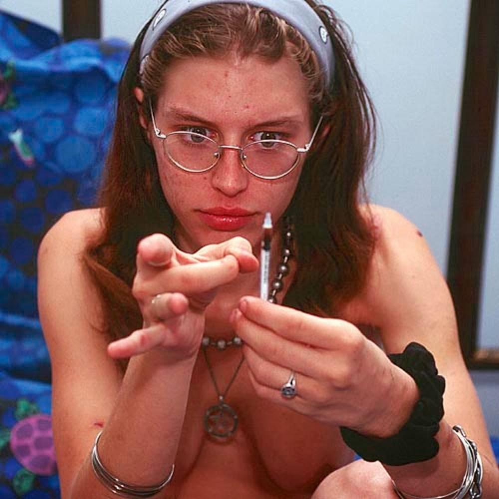 【閲覧注意】薬物中毒の女の写真やばくね?wwwwwww・4枚目