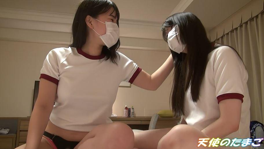【エロ画像】2人の素人娘がレズプレイさせられる問題の映像がこちら・・・・1枚目