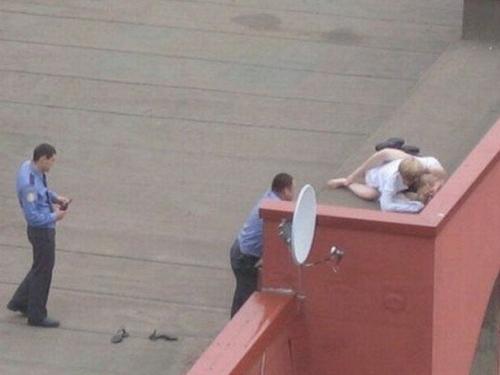 (海外青姦えろ写真)白昼堂々と外でハメまくってるバカップル意外といるんだなぁwwwwwwwwww