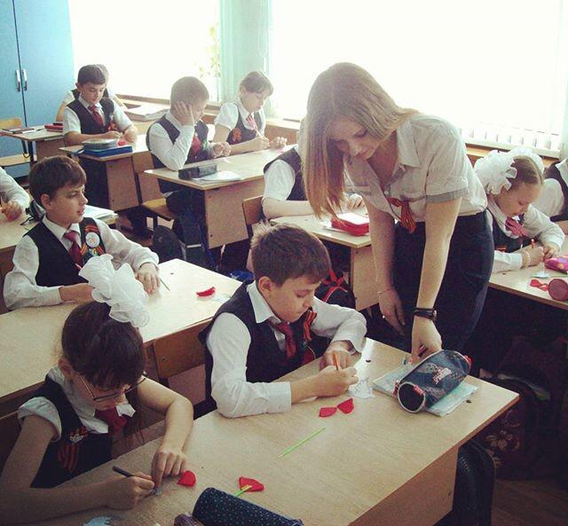 【即ハボ】飢えた男子生徒にオカズにされる、刺激が強すぎる海外の女教師をご覧ください・・・・・・10枚目