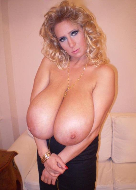 """爆乳を超えた""""巨大乳""""を搭載した女性たちのエロ画像。想像の範疇を超えるwwwww40枚・17枚目"""