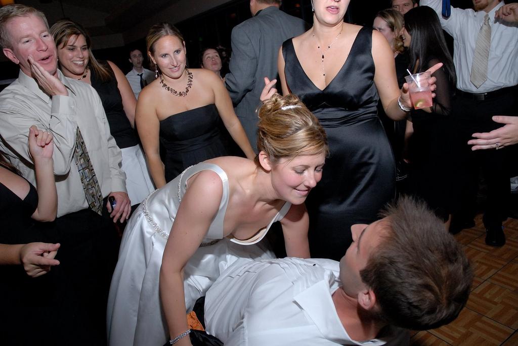 結婚式でおっぱい(乳首)が見れる確率80パーセントwwwwwwwwwwwwwwww・17枚目