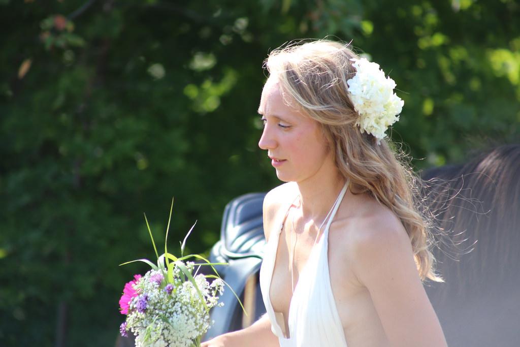 結婚式でおっぱい(乳首)が見れる確率80パーセントwwwwwwwwwwwwwwww・19枚目