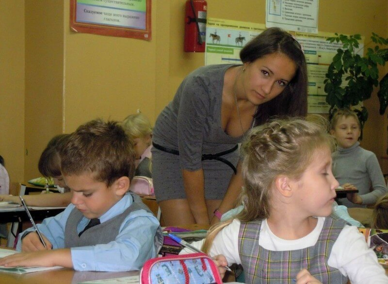 【即ハボ】飢えた男子生徒にオカズにされる、刺激が強すぎる海外の女教師をご覧ください・・・・・・20枚目