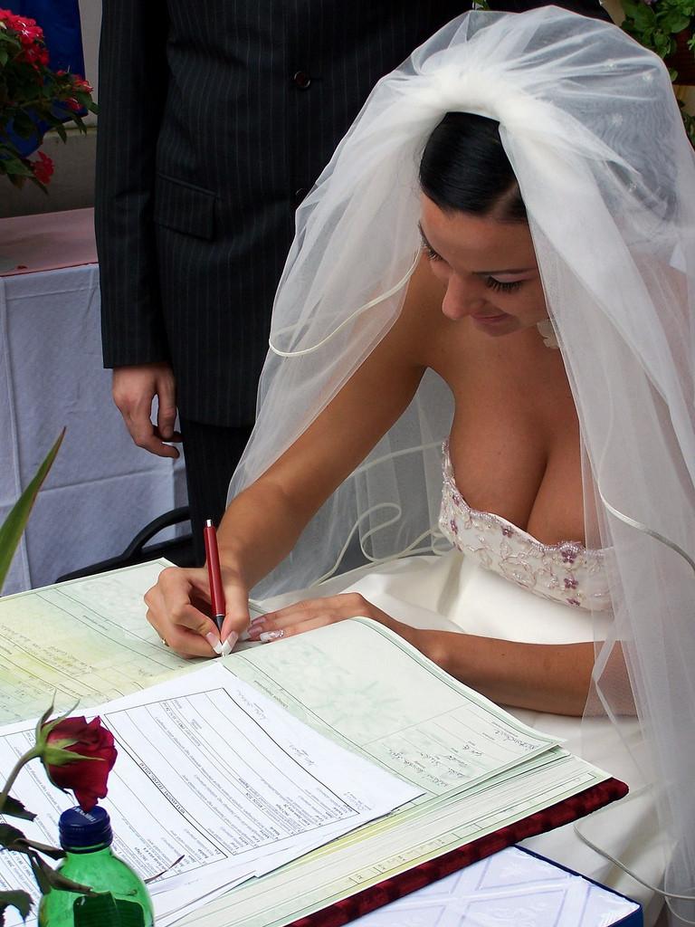 結婚式でおっぱい(乳首)が見れる確率80パーセントwwwwwwwwwwwwwwww・23枚目