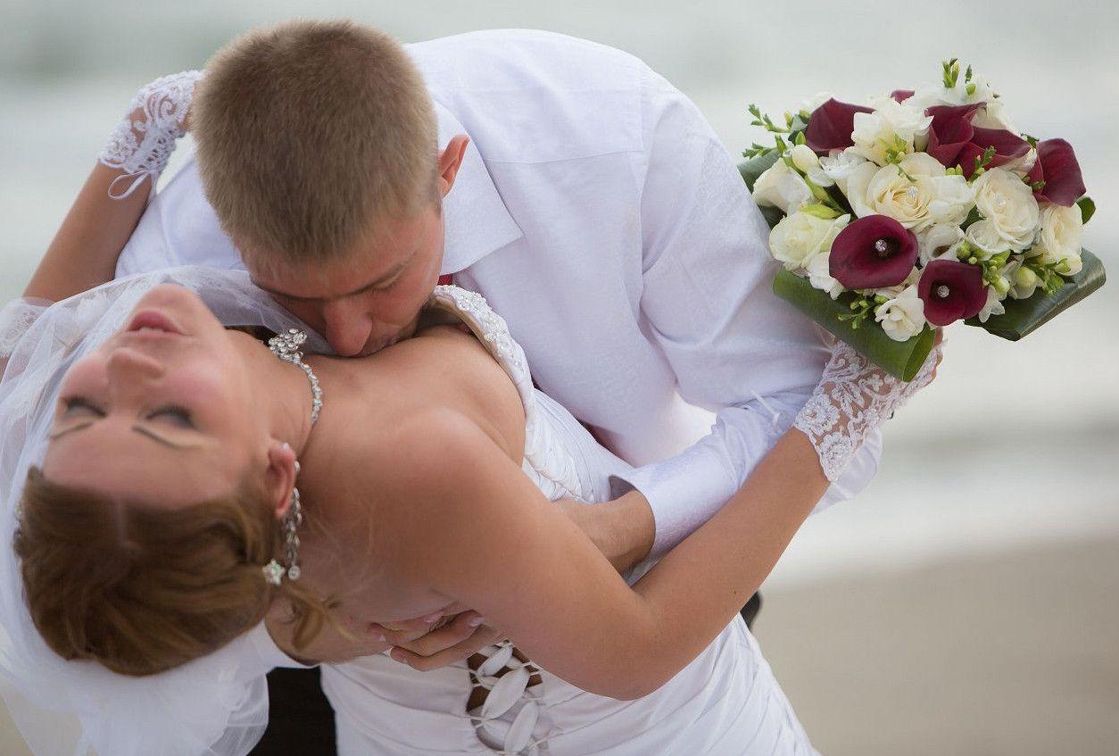 結婚式でおっぱい(乳首)が見れる確率80パーセントwwwwwwwwwwwwwwww・3枚目