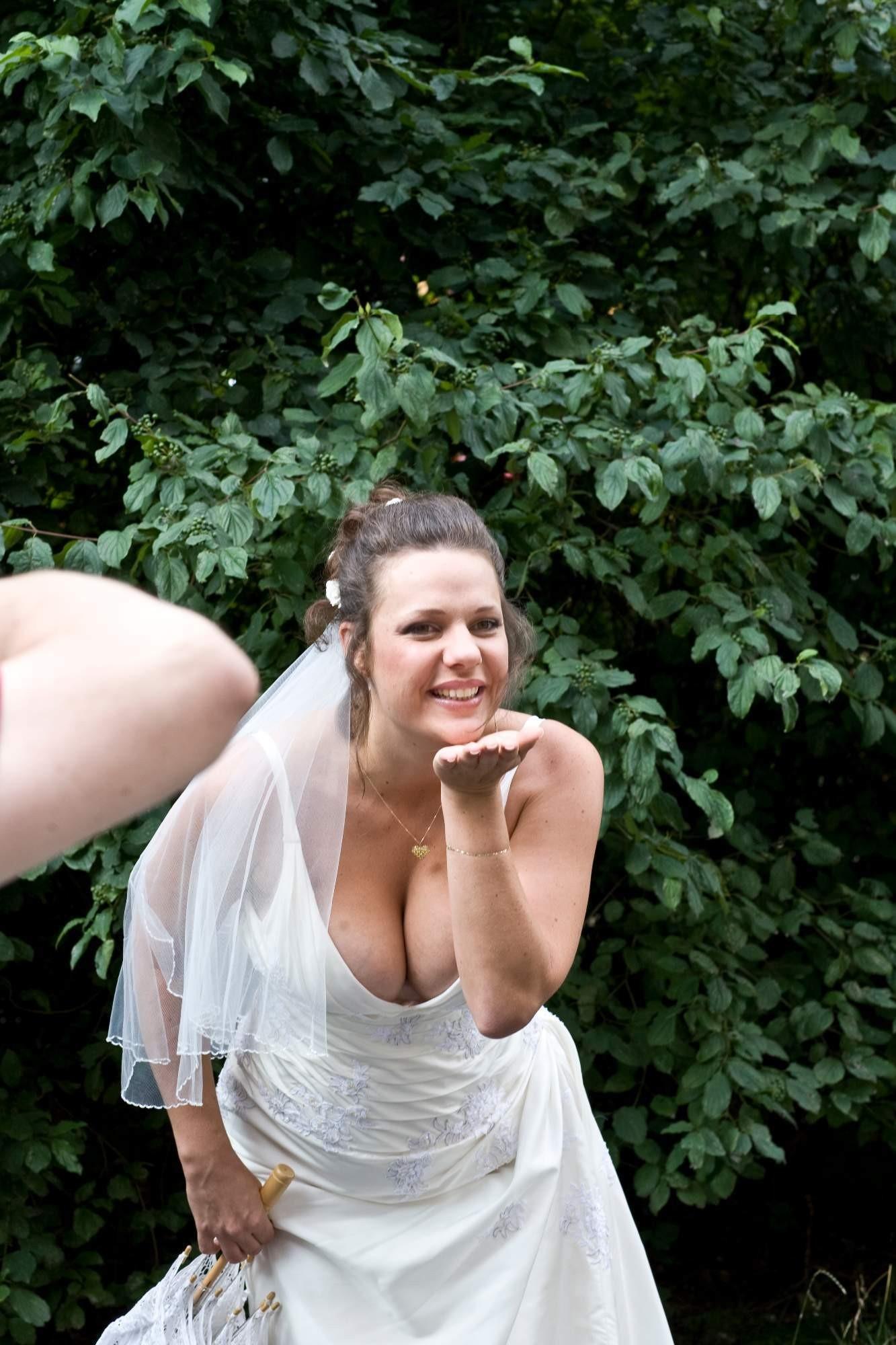 結婚式でおっぱい(乳首)が見れる確率80パーセントwwwwwwwwwwwwwwww・31枚目
