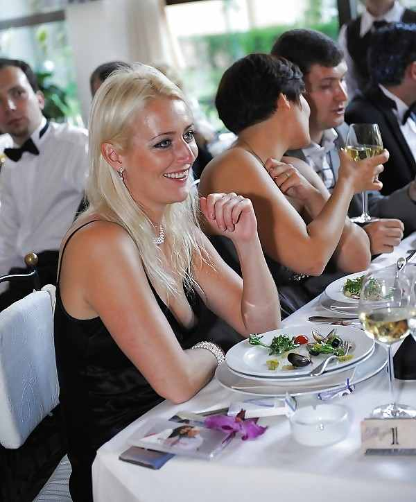 結婚式でおっぱい(乳首)が見れる確率80パーセントwwwwwwwwwwwwwwww・32枚目