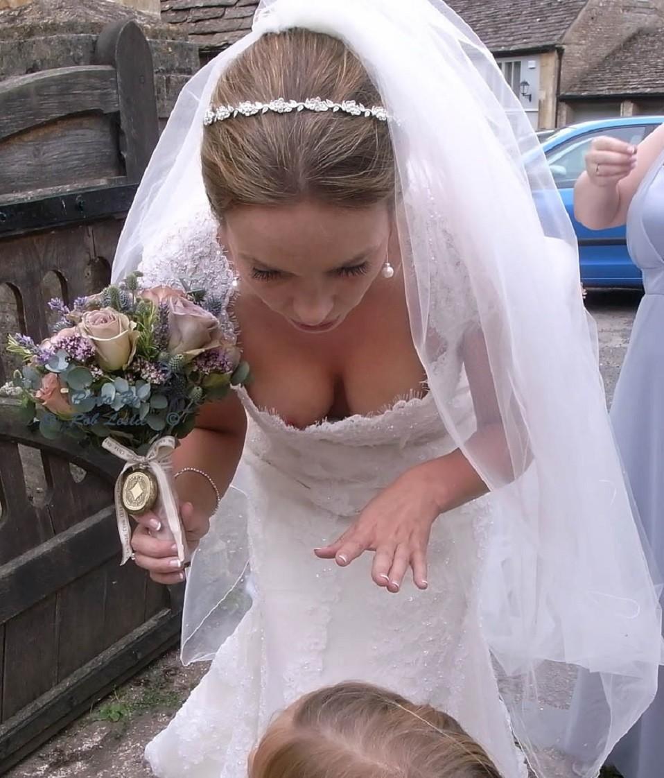 結婚式でおっぱい(乳首)が見れる確率80パーセントwwwwwwwwwwwwwwww・36枚目