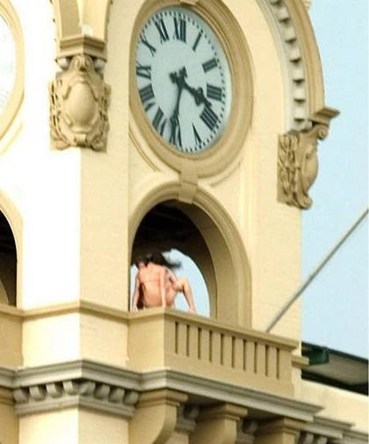 【海外青姦エロ画像】白昼堂々と外でハメまくってるバカップル意外といるんだなぁwwwwwwwwww・5枚目