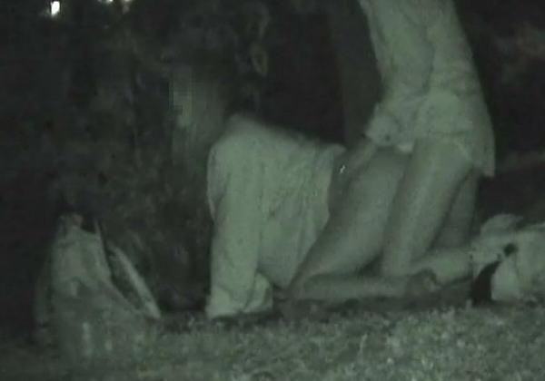 (衝撃)近所の公園で合体してる男女が激写されるwwwwwwwwwwwwwwwwwwww(写真36枚)