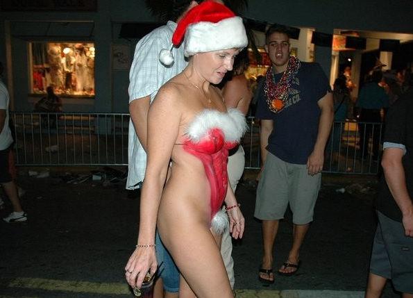 【クリスマス定期】警官が職質しようかどうか迷うサンタ恰好した露出狂wwwwwwwwwww(※画像あり)・11枚目