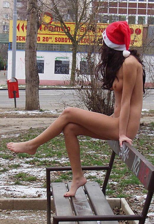 【クリスマス定期】警官が職質しようかどうか迷うサンタ恰好した露出狂wwwwwwwwwww(※画像あり)・16枚目