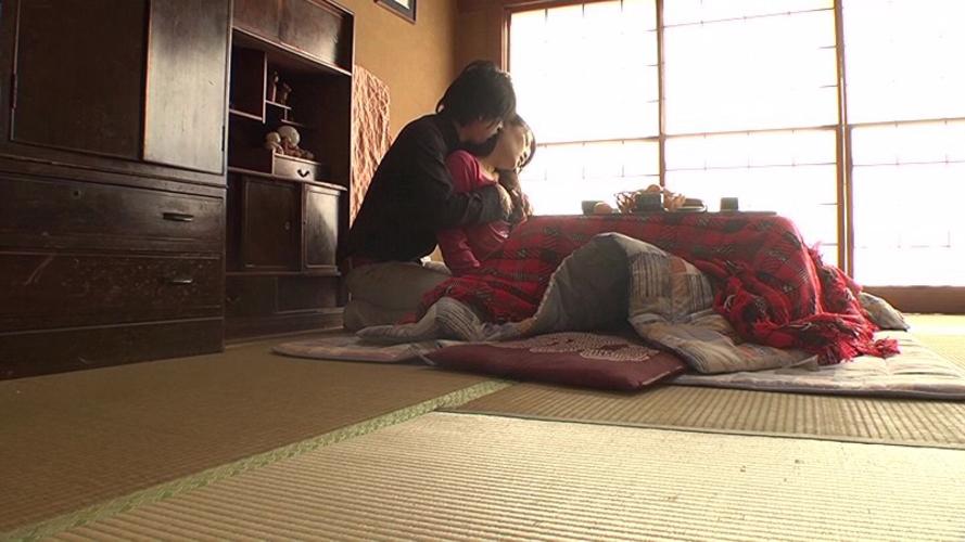 【家庭内エロ画像】コタツから出たくないエロい女が撮影されるwwwww(画像あり)・16枚目